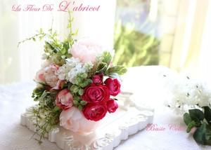 ピンクの薔薇とピオニーのブーケ