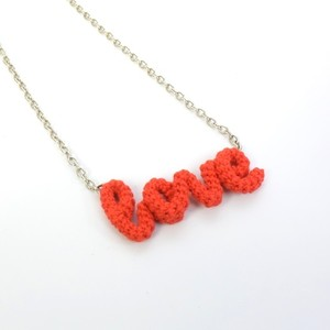 "Knitting Vanessa ""Love"" ワードネックレス (red)"