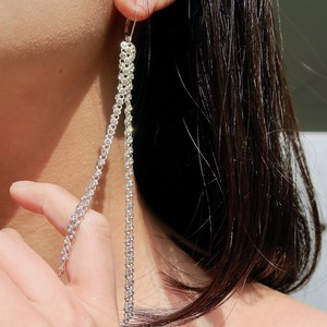 LONG SEPARATE ONE SAIDE PIERCED EARRING