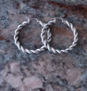 [VINTAGE] silver hoop earrings