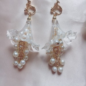 clear bell flower×volume pearlピアス(イヤリング)