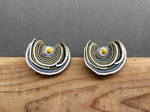 ARRO / Embroidery earring / Turkey Tail / gray