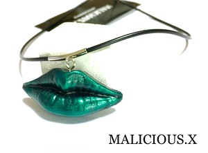 lip necklace  /  green