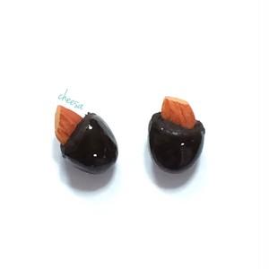 アーモンドチョコピアス