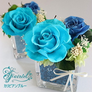 花器とお花の色合わせも魅力なアレンジ【クリスタルキューブ・ブルー 3種】