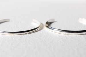 """receiving mode"" simple bangle【silver】L"
