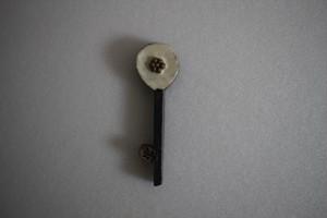前田葉子|カトラリーレスト花鍵 白つぶ花 こげ茶茎