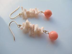 白珊瑚とオレンジ珊瑚(染)のピアス