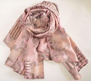 ピンクとゴールドのサテンシルクスカーフ