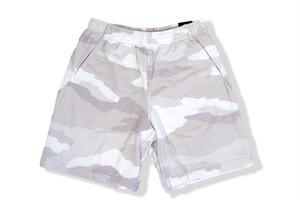 Nike camo shorts / white