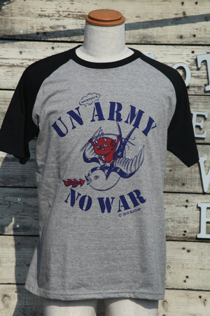 コテージレッドデビルonスワローTシャツ|UNnecessary ARMY NO WAR(ラグラン)