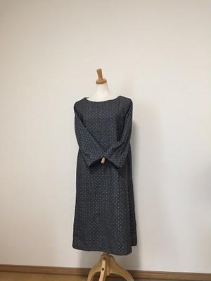 ドット柄刺繍の ボートネックワンピースM~L
