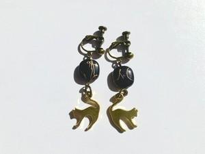 ブラック×ゴールド猫イヤリング