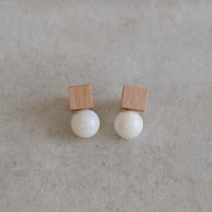 <Pierced Earrings> Drop Maple White