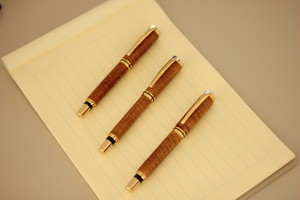 天然木・栃(杢)・手作り万年筆(漆仕上げ)