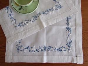 【ぷっくり白い小花の刺繍】 白い小花の手刺繍テーブルマット2枚 /ヴィンテージ・フランス