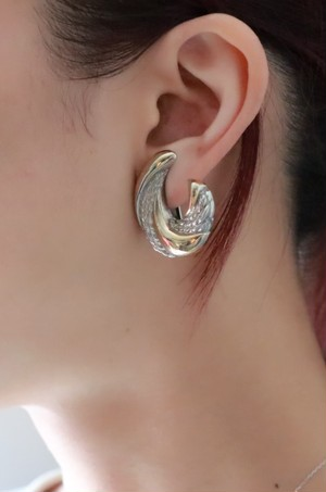 dead stock feather motif earrings