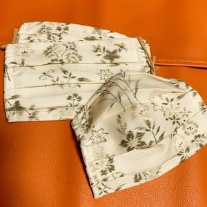 和マスク 夏用駒絽使用 アイボリー色・草花柄小紋