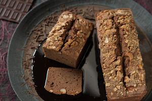 大人な70%カカオチョコと4種ナッツのパウンドケーキ