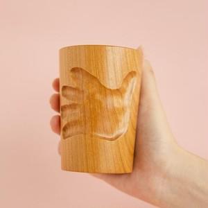 小さな手のカタチを残す木のうつわ「マギーカップ」