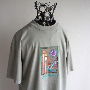 "1990's USA製 [ONEITA] ""NEWPORT"" エンブロイダリースーベニアTシャツ モスグレー 表記(M) 刺繍 ヴィンテージ"