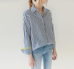 カジュアルなストライプシャツ