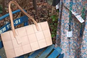春のナチュラルカラーな栃木レザー 天然革スクエアトートバッグ yes crafts