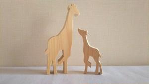 シンプルな キリンの親子 木製オブジェ 青森ひば