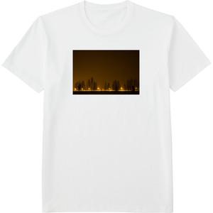 99.Finland100 Tシャツ / 街灯の光
