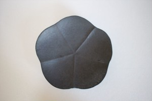 額賀円也|鉄釉 梅皿