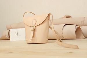JAPAN LANSUI DESIGN 名入れ対応 ヌメ革手作り手縫い ショルダーバッグ 品番NVBDS8KE3222