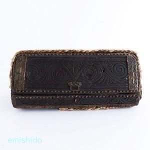 ナガ族。木の貴重品箱 0116-QG23
