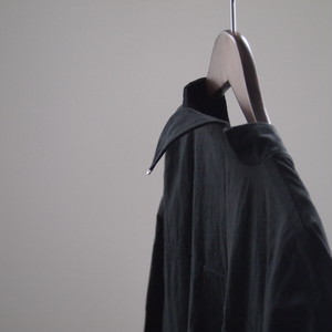 奥田 早織 / 三角襟のコート