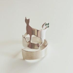 ねこリング 《エメラルドしっぽ》シルバー  / Silver Cat with Emerald Stones
