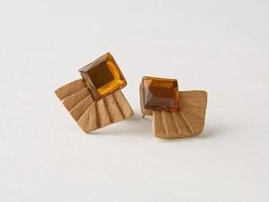 wood 手彫りの四角ピアス 8514-09002-85