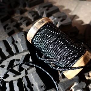 光るパラコード 靴紐 (黒色) 丸紐 2.4mm