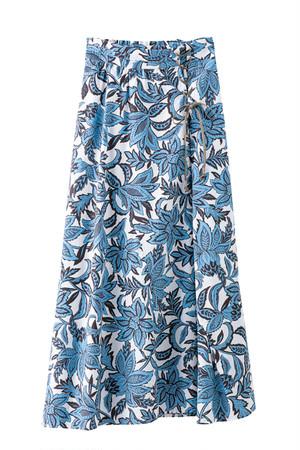 ボタニカルフラワープリントスカート  <ライトブルー>