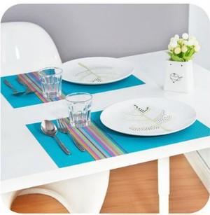 ヨーロッパ長方形のランチョンマット 防水テーブルマット ブルー nfaz181