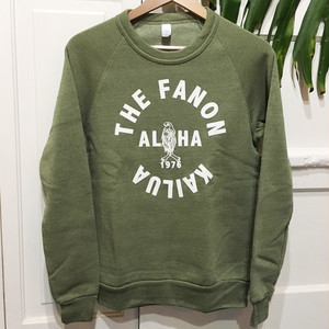 [UNISEX] MENEHUNE IN KAILUA SWEATER -ARMY GREEN-