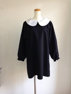 冬こそショート丈♥キュートなたっぷりAラインの丸襟リトルブラックドレス。一点物