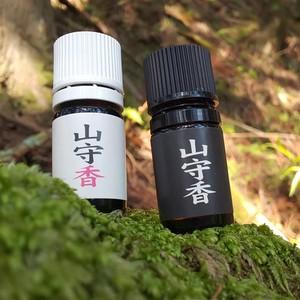 山守香  5ml  100年生吉野ヒノキの赤身(芯材)から生まれた天然精油。  山守の愛情と深みのある香りをお届けします。