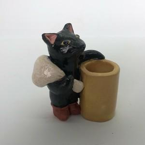 陶のスタンド「長靴をはいた猫」
