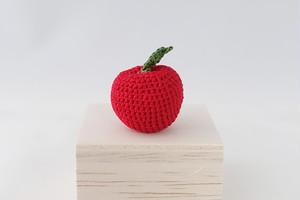 リンゴのブローチ