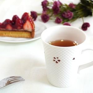 しずく彫り 「桜の里」白磁 マグカップ/格子   二明商店オリジナル
