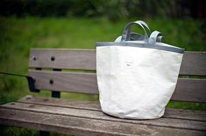 fleursxfleurs 雨の日にも強い防水トラックシートで作ったバッグ
