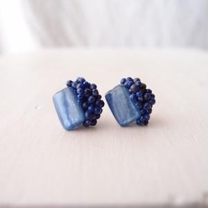 【天然石の刺繍ピアス】 kyanite × lapis lazuli