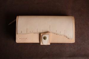 アリノハネの革の長財布
