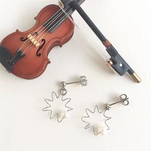 ヴァイオリン弦とパールのふるふるピアス  Violin spring pierces with pearl (Silver)