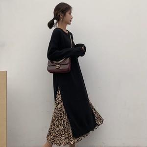 【セットアップ】黒いラウンドネック長袖のスプリットのドレス+ルーズなヒョウ柄スカート