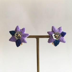 ナスの花の耳飾り